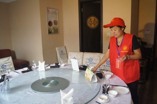 """""""文明餐桌""""志愿者在行动2.JPG"""